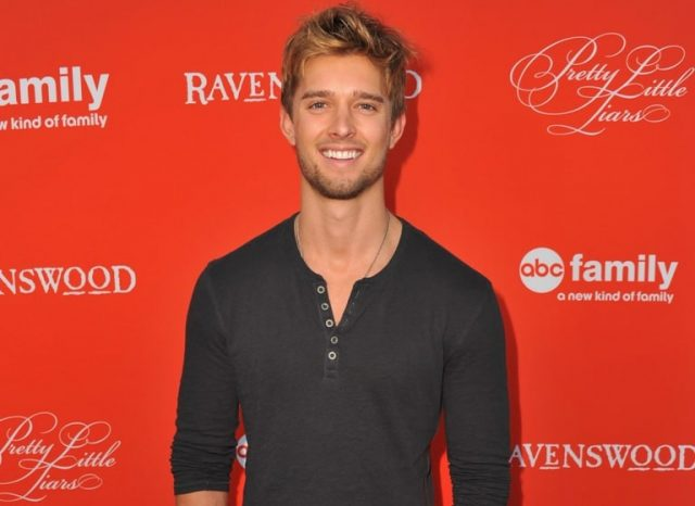 Drew Van Acker Age, Modelling Career, Wife, Girlfriend, Gay, Dating