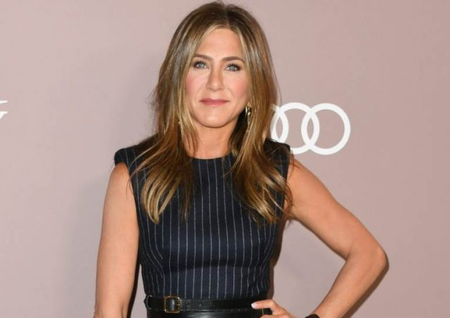 Jennifer Aniston Feet, Shoe Size and Shoe Collection