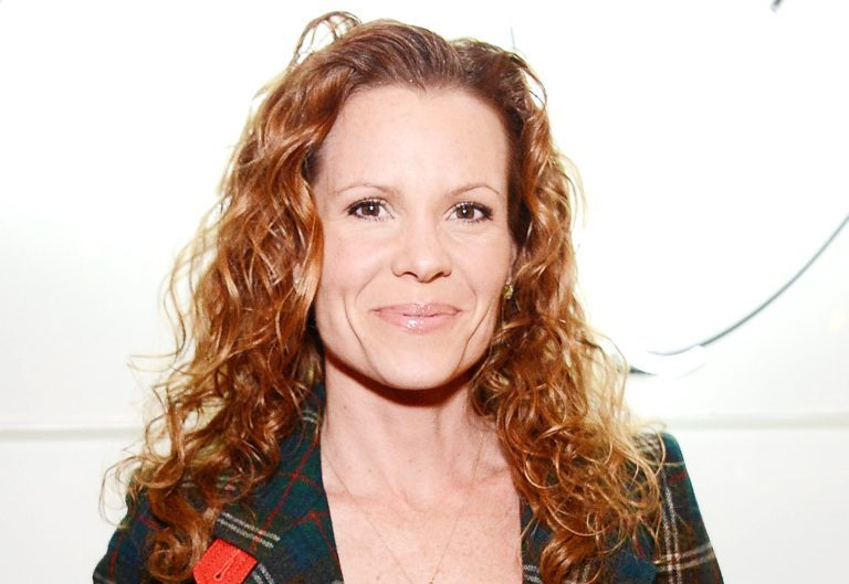Robyn Lively Bio, Wiki, Age, Husband, Net Worth, Family, Facts