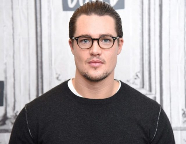 Is Alexander Dreymon Gay or Does He Have A Wife/Partner?