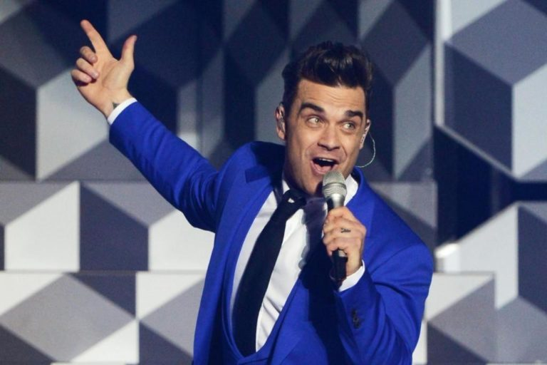 Robbie Williams Wife, Kids, Height, Age, Net Worth, Dad, Is He Gay