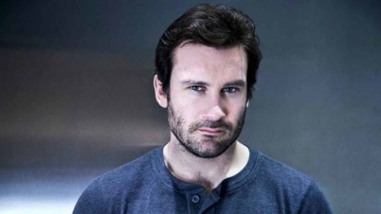Clive Standen – Bio, Height, Body Stats, Wife, Family, Children