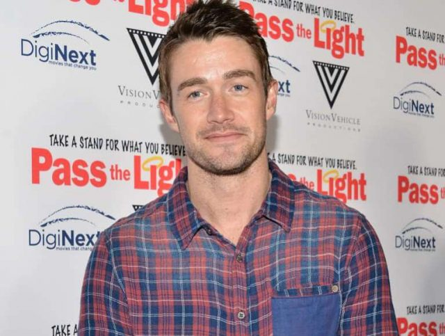 Robert Buckley Bio, Wife, Dating, Girlfriend, Height, Is He Gay?